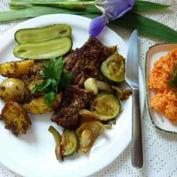 Pieczona karkówka w warzywach z ziemniaczkami