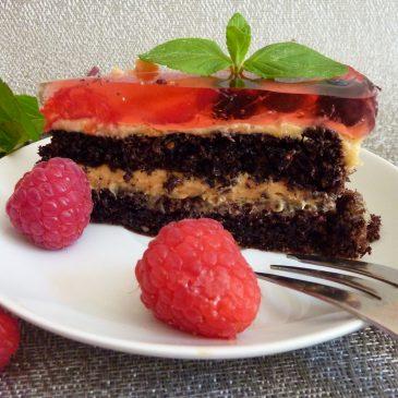 """""""Bezglutenowy"""" torcik czekoladowy z kremem orzechowym z owocami i galaretką"""