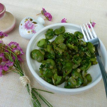 Sałatka z bobu z czosnkiem, cebulą  i natką pietruszki