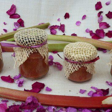 Dżem z różą i rabarbarem