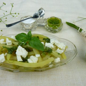 Fasolka szparagowa z dressingiem bazyliowym i serem typu feta