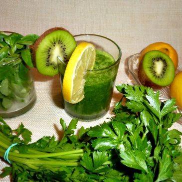 Orzeźwiający zielony koktajl roszponkowo-pietruszkowy