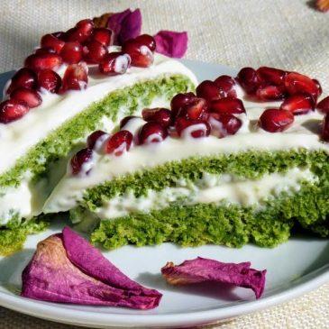 Ciasto szpinakowe z kremem różano-waniliowym