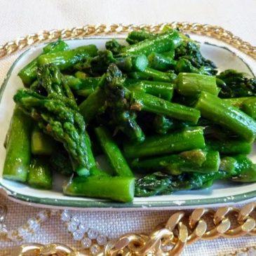 Zielone szparagi z masłem
