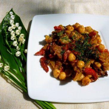 Smażone ziemniaki z porem, papryką i ciecierzycą