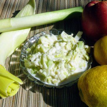Surówka z pora i kwaśnego jabłka