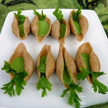 Żytnie muszle z nadzieniem twarogowo-szpinakowym