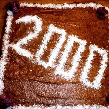 Orkiszowy tort z kremem czekoladowym i malinami