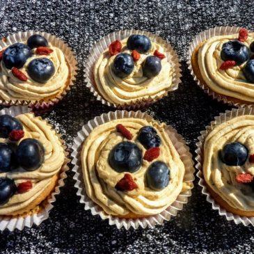 Muffiny z kremem kawowym z owocami