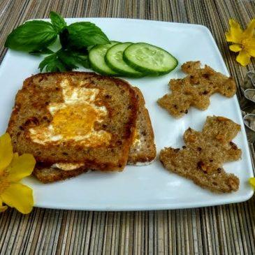 Jajko sadzone w chlebie żytnim na zakwasie