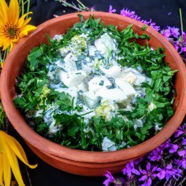 Sałatka z brokułem, ogórkiem i białym serem
