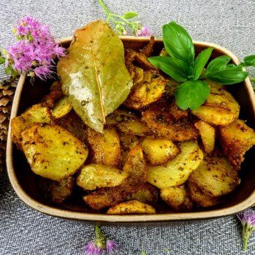 Smażone ziemniaki z majerankiem i mieloną wędzoną papryką