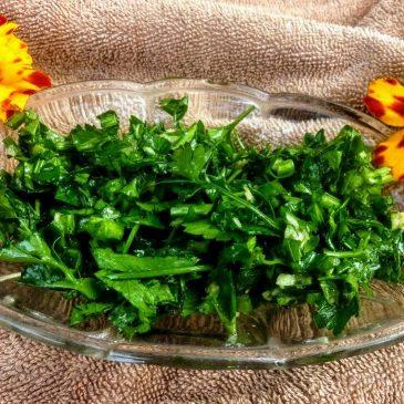 Natka pietruszki z czosnkiem i oliwą z oliwek