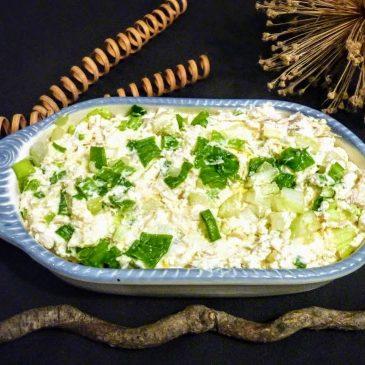 Pasta z twarożku koziego, jajka, ogórka, domowego majonezu i makreli