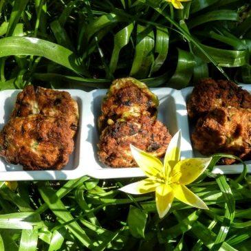 Kotlety z mięsa z uda z kurczaka z natką pietruszki i szczypiorkiem