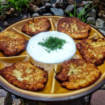 Bezglutenowe placki ziemniaczane z mielonym złotym lnem i mąką gryczaną